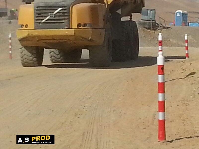 עמוד סימון נייד גובה 120 בדרך עפר