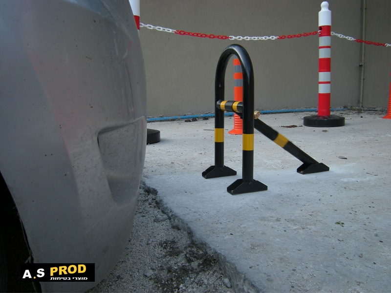 שומר חניה ידני מתקפל בכניסה לחניה
