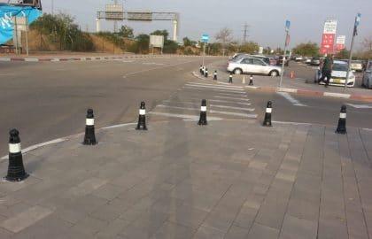 היכן מציבים עמוד למניעת חניה?